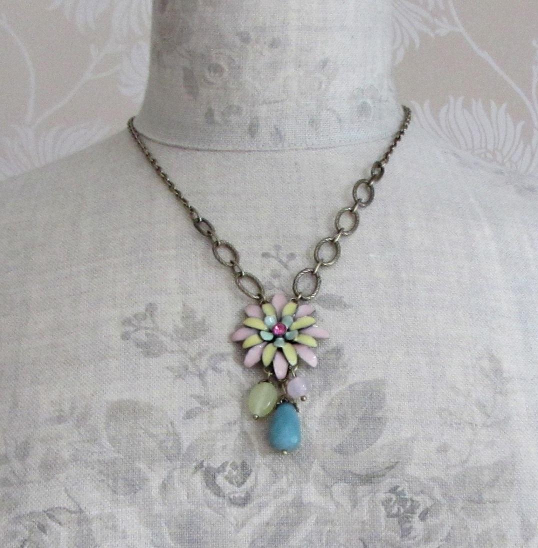 BOHM - California Dreamin' - Flower Pendant Necklace - Pastels & Gold BNWT