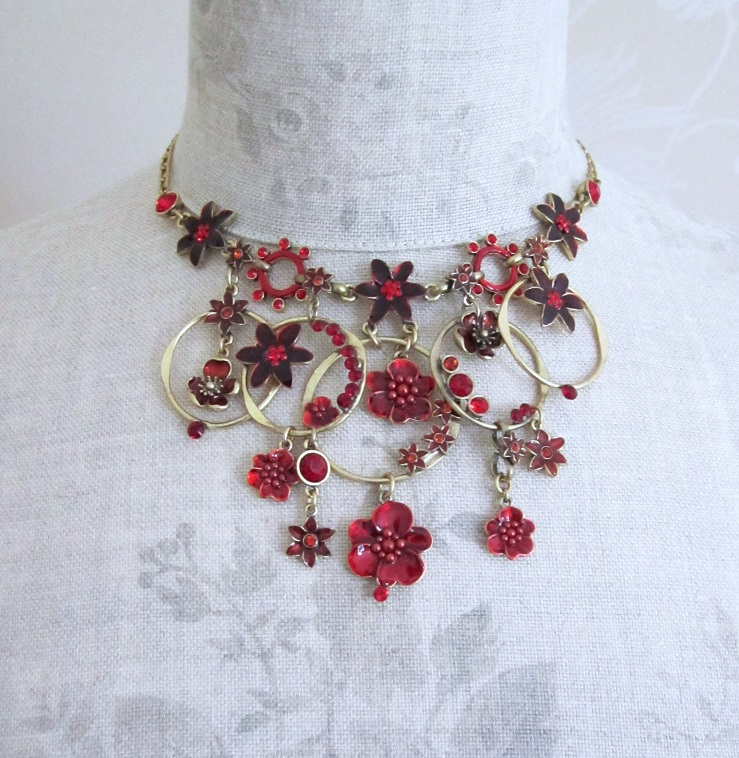 PILGRIM - ENCHANTED FLOWER - Mid-Elaborate Necklace - Gold Plate/Red BNWT