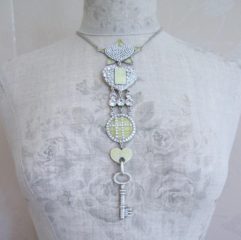 PILGRIM - HEART STAR & KEY - Elaborate Necklace - Silver/Cream/Clear - BNWT