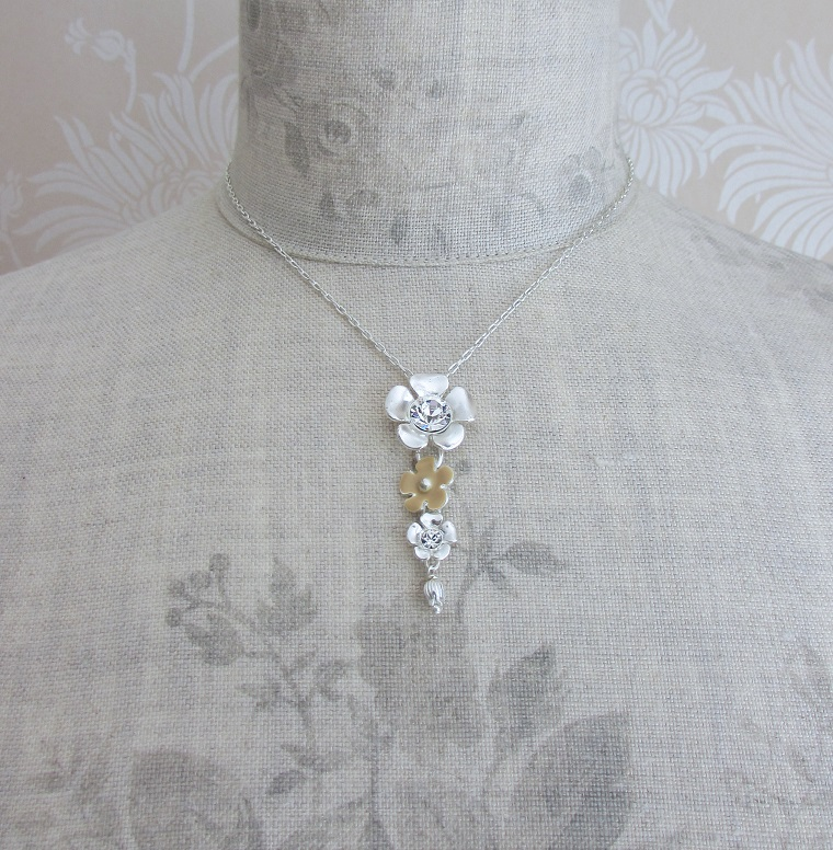 PILGRIM - Bell Flower - 4 Flower Pendant Necklace - Silver Plate/Cream & Clear BNWT