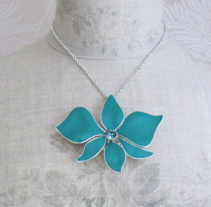 PILGRIM - Sweet Sensation Necklace - Large Articulated Orchid - Silver/Green BNWT