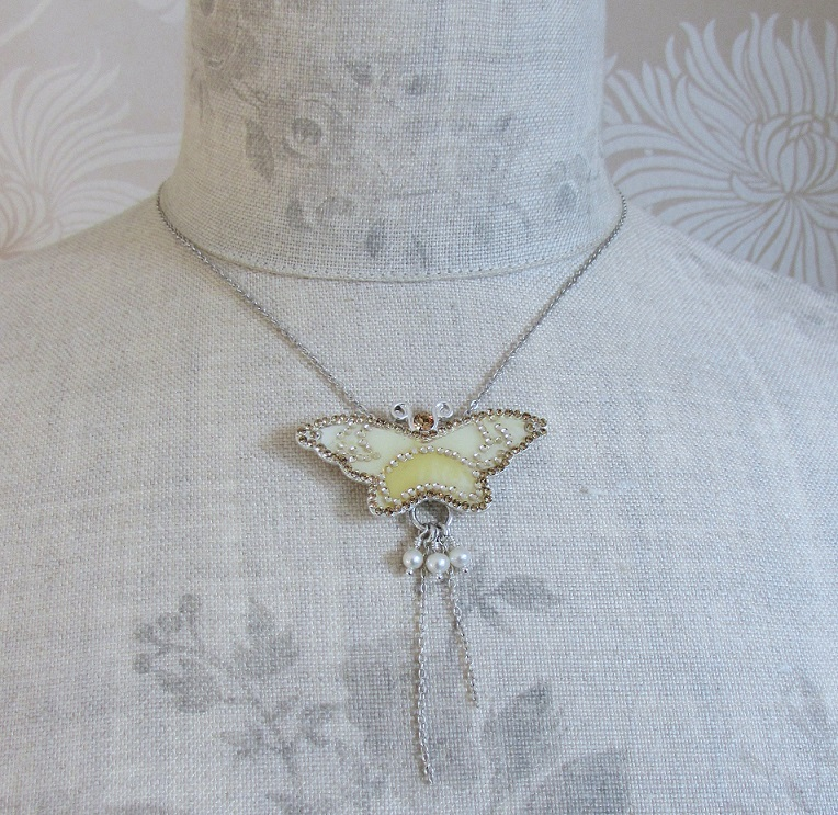 PILGRIM - Favourites - Single Butterfly Necklace - Silver/Cream BNWT